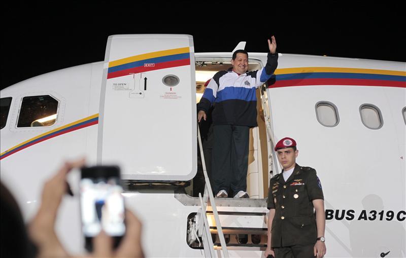 Chávez llega aferrado a la vida a su natal Barinas tras recibir radioterapia en Cuba