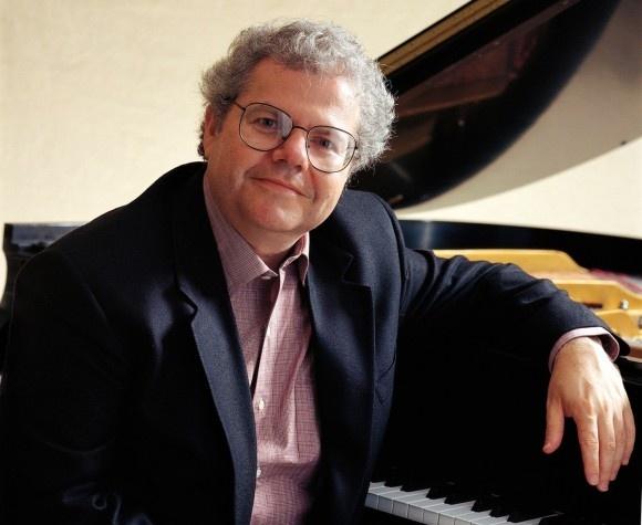 El pianista norteamericano Emanuel Ax interpreta a Mozart junto a la OSCyL y bajo la batuta de Víctor Pablo Pérez