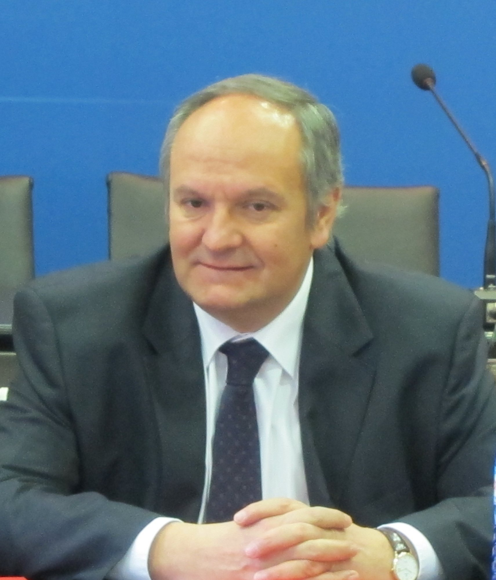 Fernández tiene unas «ganas inmensas» de aprobar el PGOU de Santander y confía en dar luz verde a otros 6 planes en 2012
