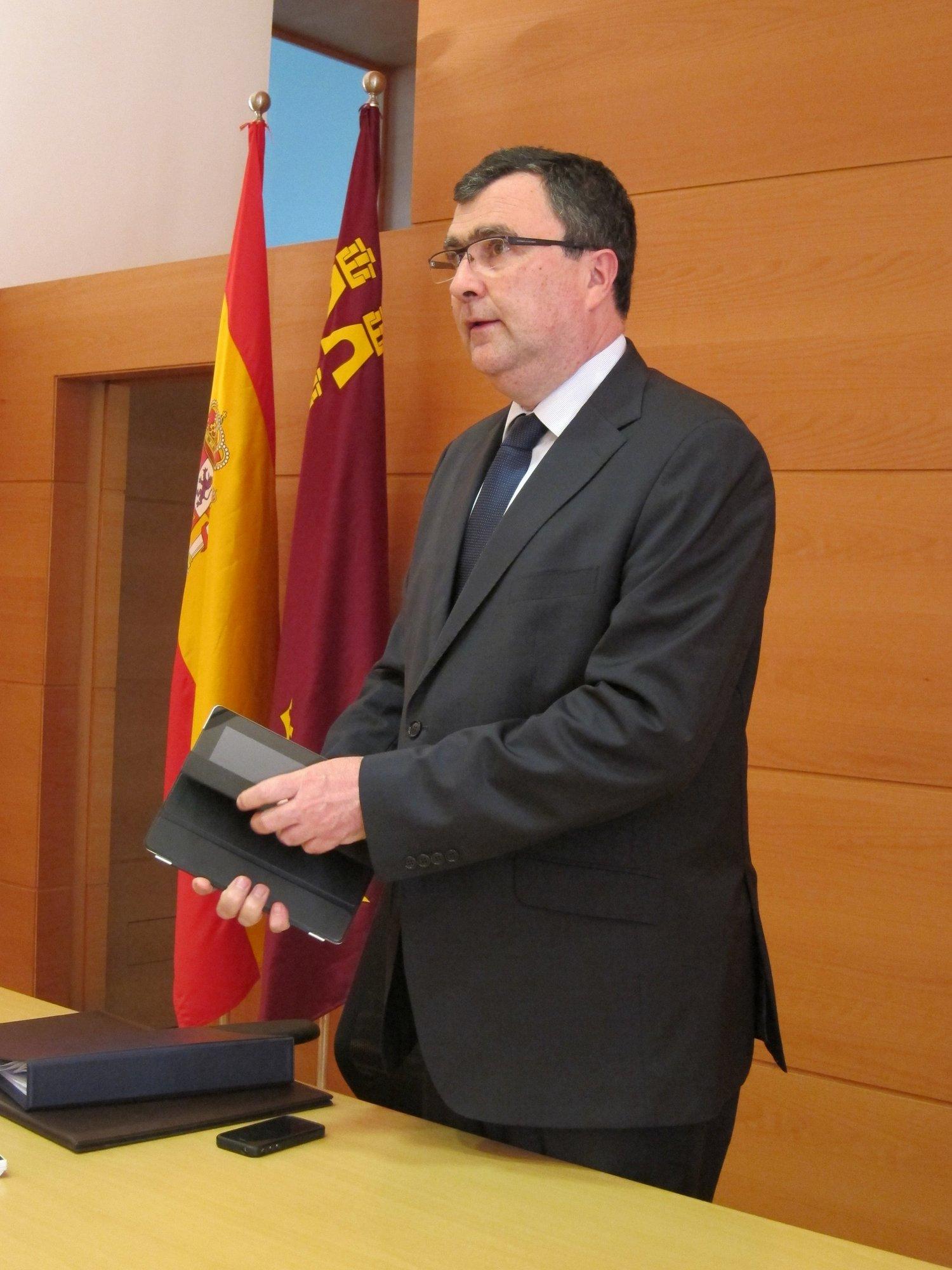 Gobierno murciano asegura que no va a tocar los derechos «ya consolidados» de ciudadanos en prestaciones sociales