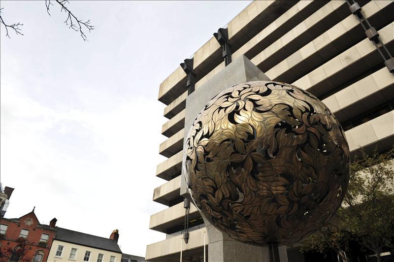 El Gobierno cumplirá con los objetivos de déficit en 2012, según el Banco Central de Irlanda