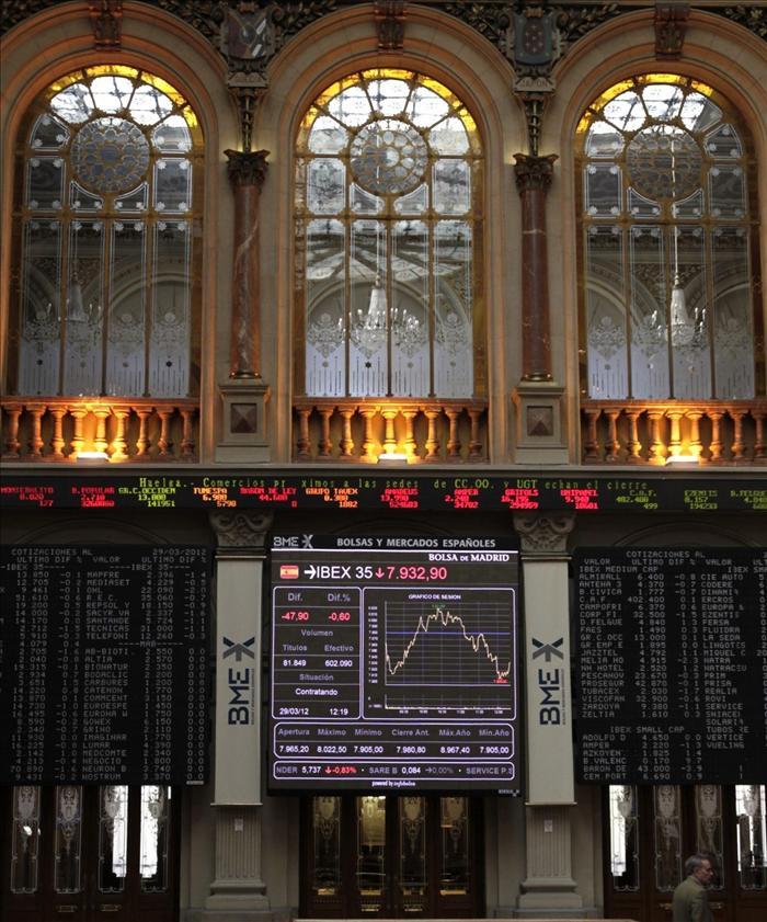 El IBEX pierde el 0,59 por ciento y cae a su nivel más bajo en tres años