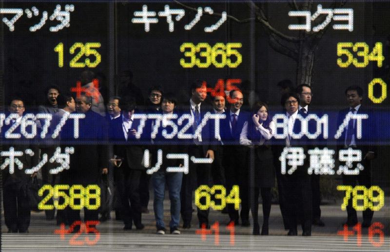 El Nikkei cae 57,77 puntos, el 0,59 por ciento, hasta 9.762,22 puntos