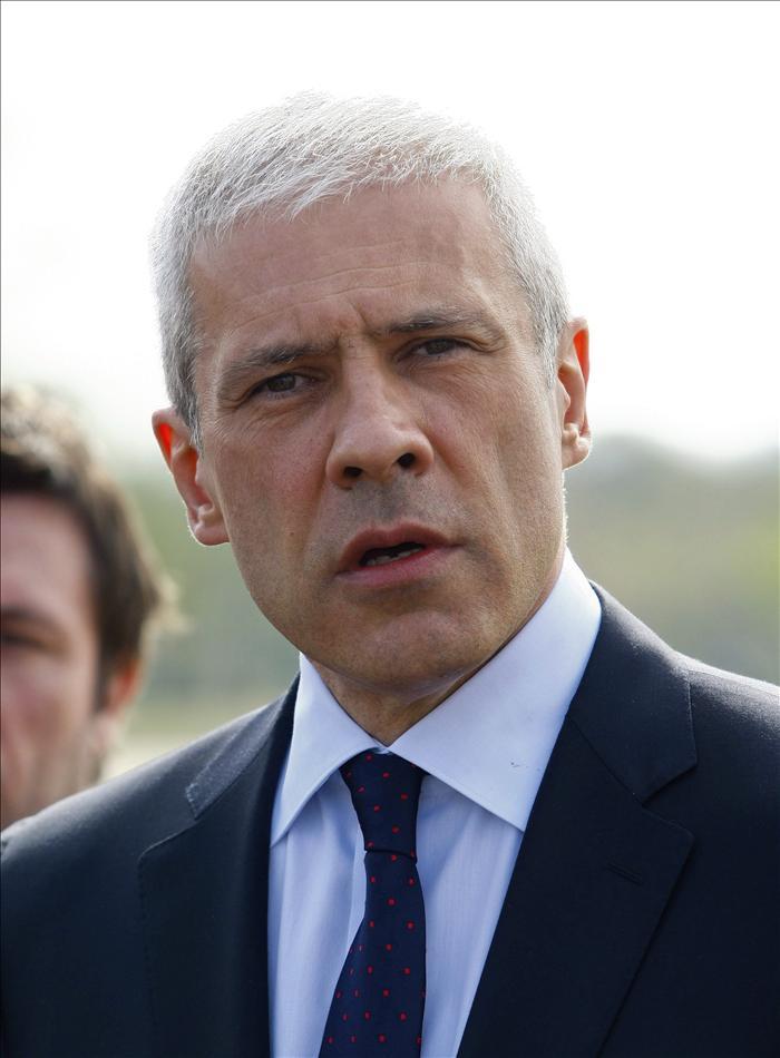 Tadic informa de su dimisión a la presidenta del Parlamento serbio