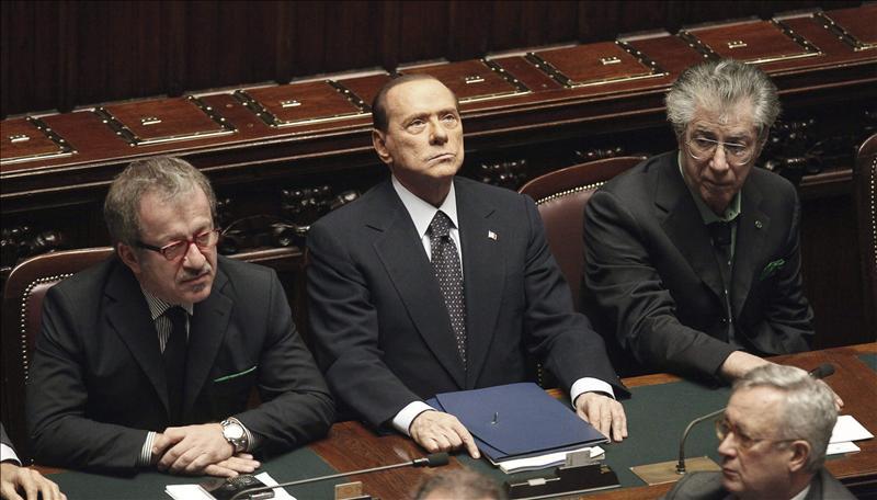 Dimite Bossi, ex socio de Berlusconi, por la financiación ilegal de su partido