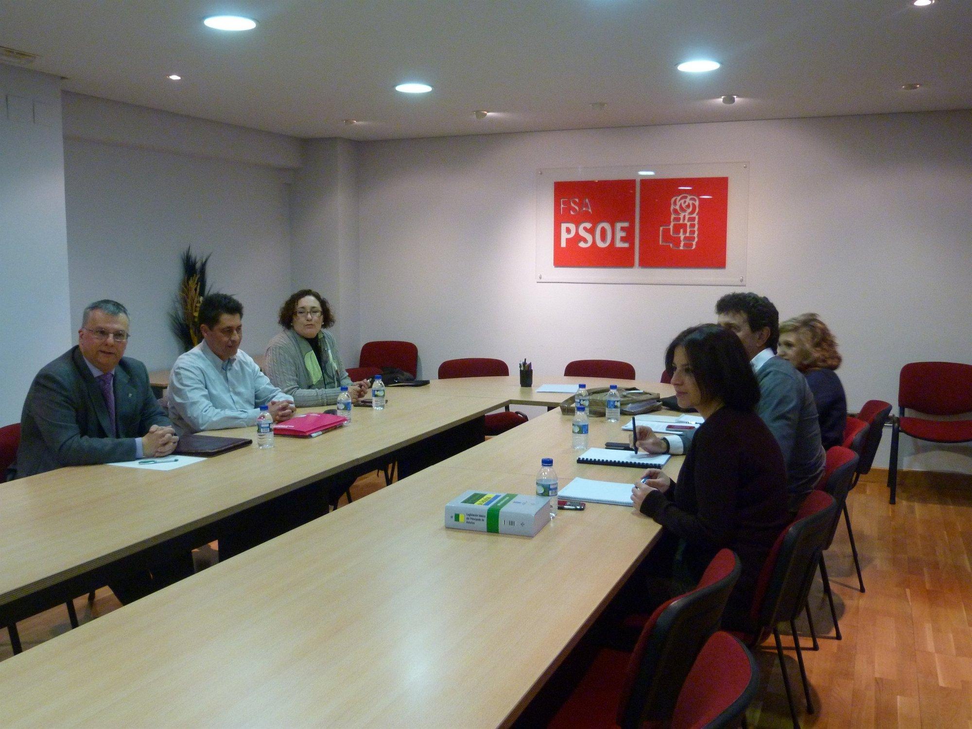 Los socialistas consideran «muy positivo» el encuentro con UPyD