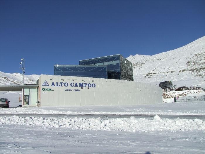Alto Campoo abre la jornada con siete pistas y un espesor de nieve de entre 20 y 70 centímetros