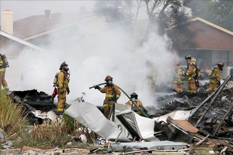 Un F-18 se estrella en una zona residencial en Estados Unidos