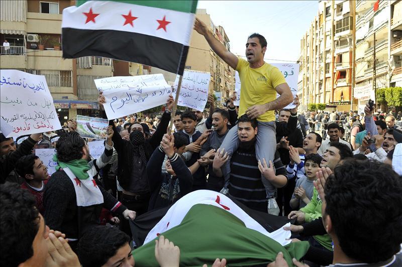 Mueren 17 personas en Siria por la represión pese a la presencia de la misión de la ONU