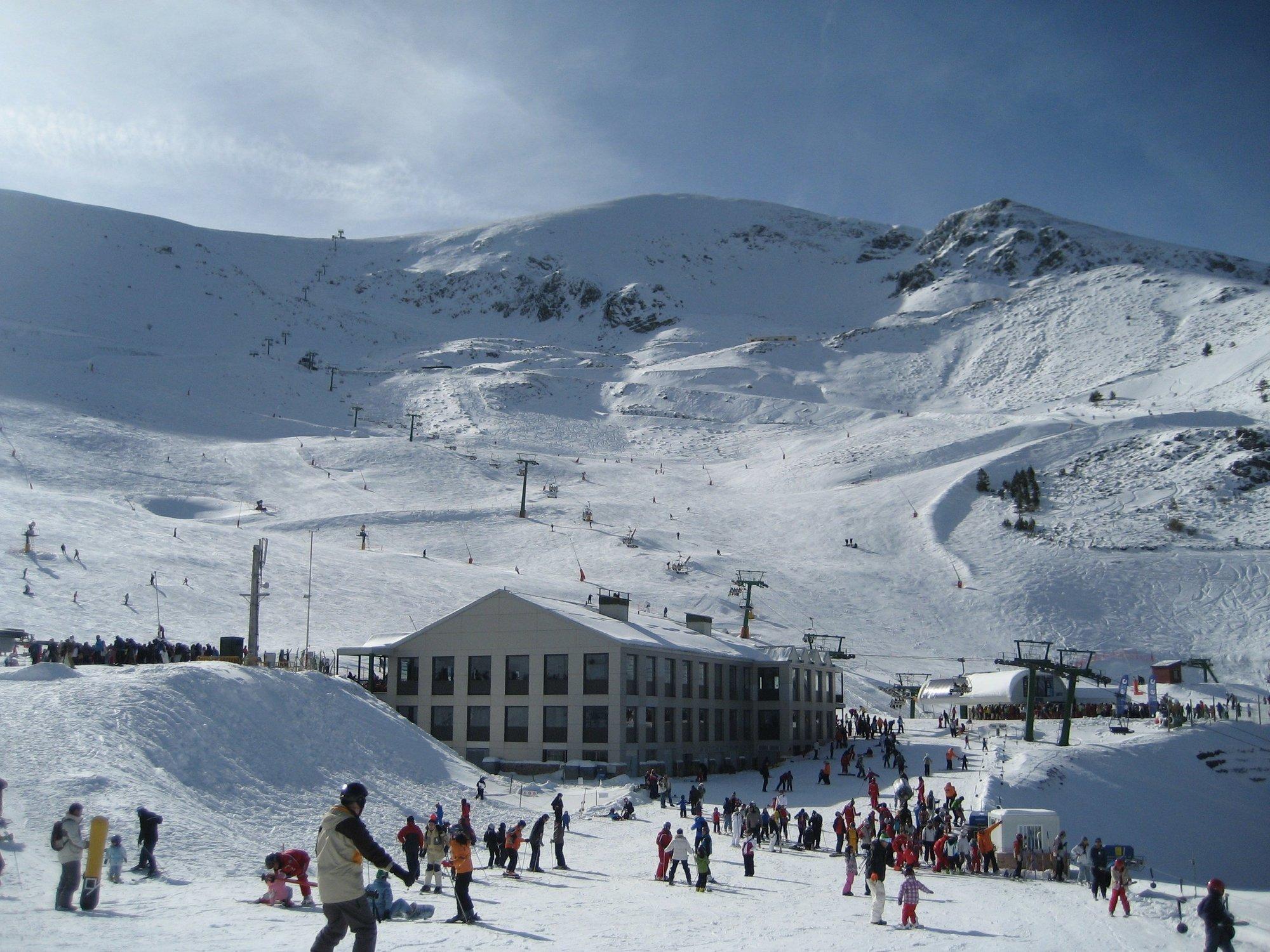 Valdezcaray abre este viernes 16 pistas de esquí con calidad de nieve primavera