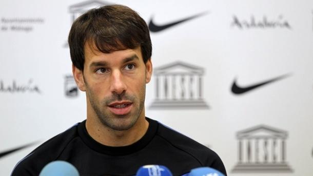 Van Marwijk le comunica a Van Nistelrooy que está descartado para la Eurocopa
