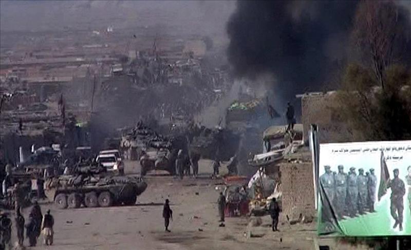 Siete calcinados al incendiarse una camioneta tras un ataque en Afganistán