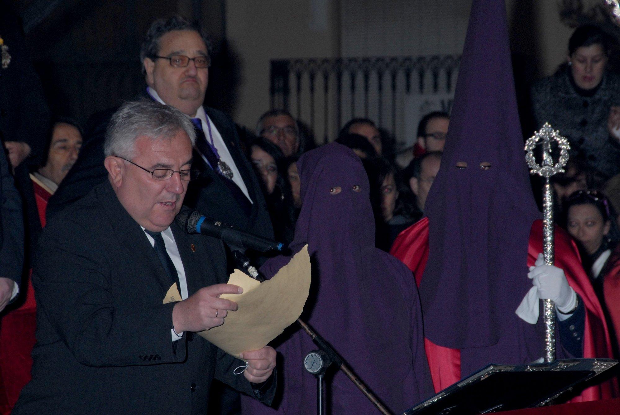 El primer reo indultado en Baza acompaña a la Cofradía del Nazareno en su estación de penitencia