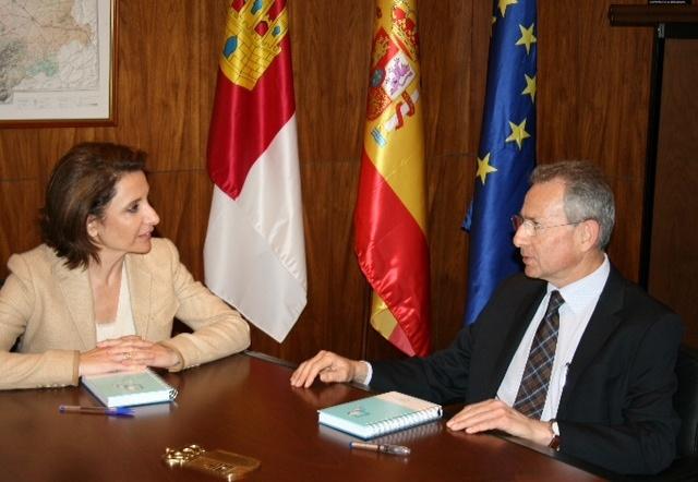 El presidente de la CHS y la consejera de Fomento de C-LM abordan temas de interés común