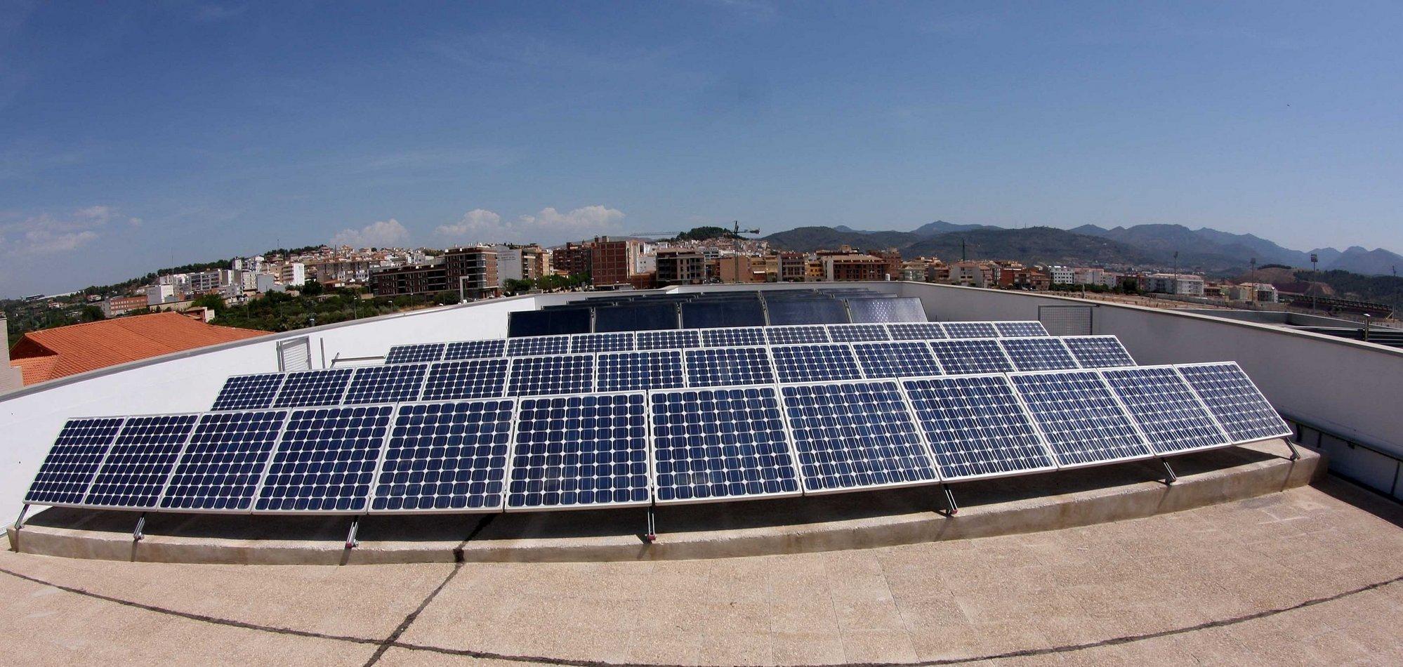 La CARM anima a familias y particulares a invertir en energías renovables por sus ventajas económicas y medioambientales