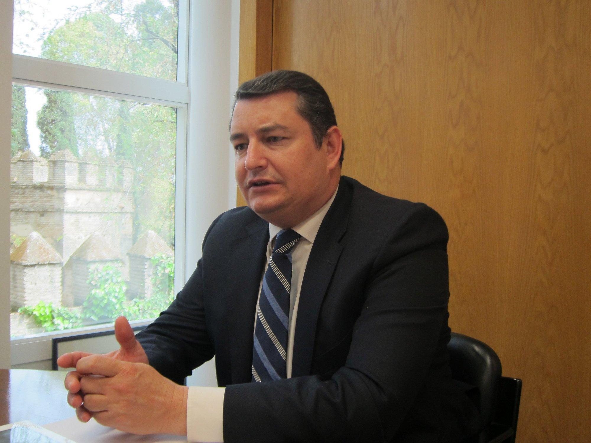 PP-A cree que la contribución de IULV-CA al Gobierno andaluz va a ser «tapar los agujeros de la corrupción del PSOE-A»