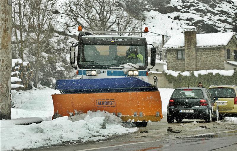La nieve y la lluvia condicionan el tráfico en Cantabria, Asturias y Burgos