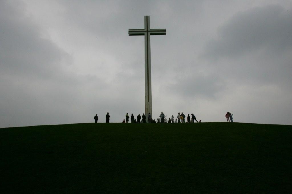 Católicos y anglicanos procesionan juntos por primera vez el Viernes Santo en Dublín