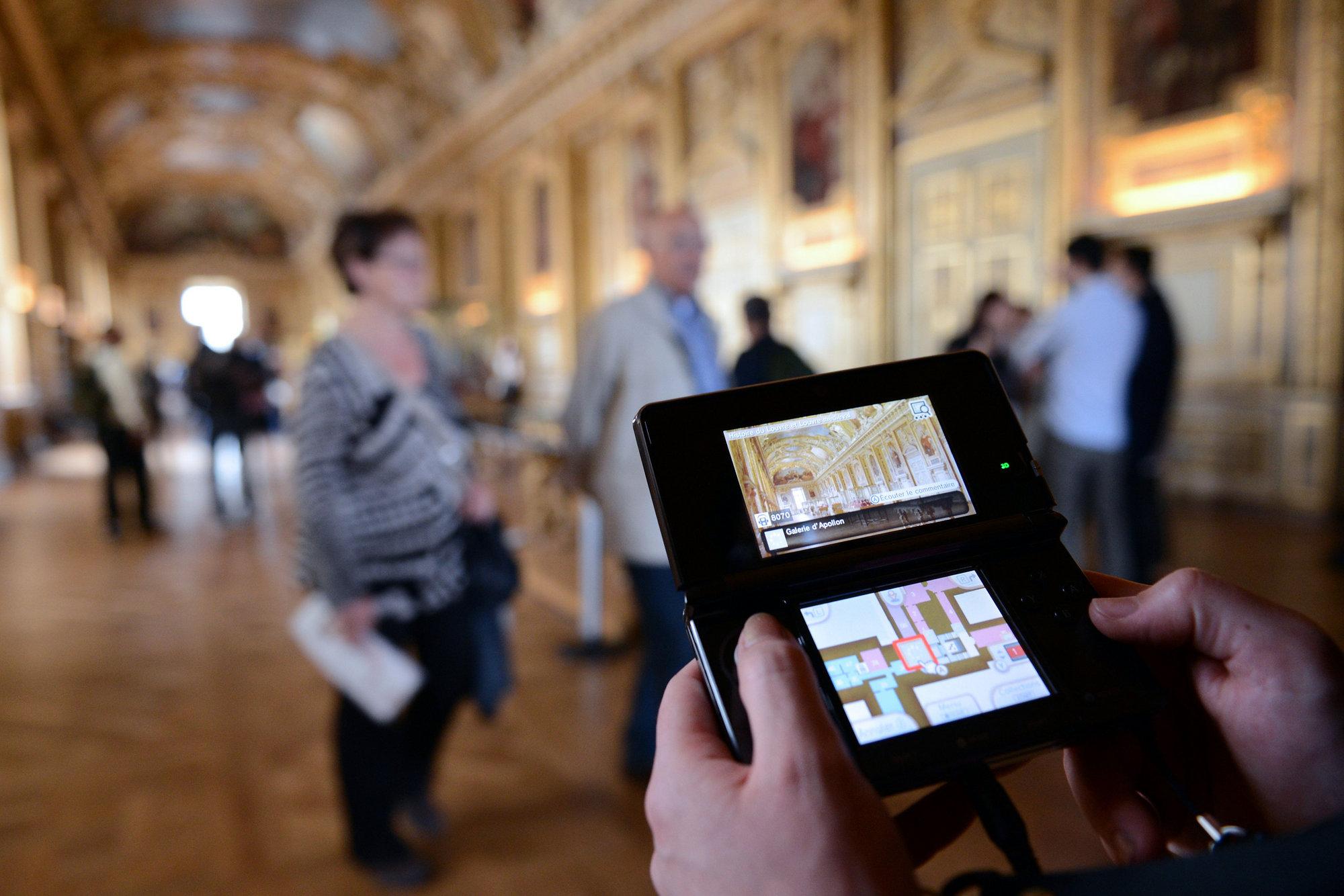 El nuevo guía del Museo del Louvre es una consola, la Nintendo 3DS