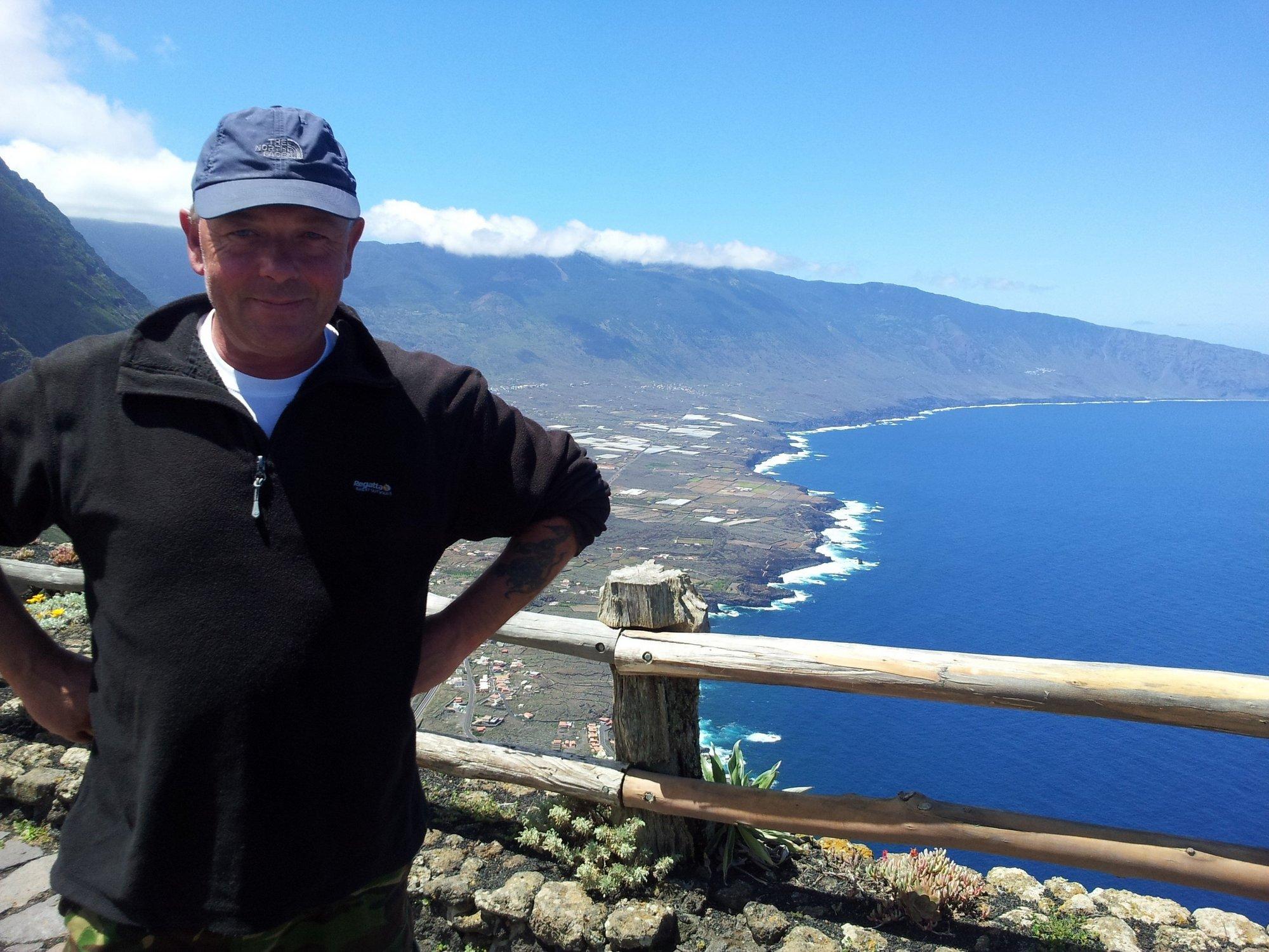 Un ciudadano británico recorre a pie las siete islas canarias a beneficio de dos ONG