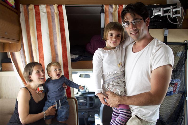 Una familia de Málaga lo vende todo para irse en caravana a dar la vuelta al mundo