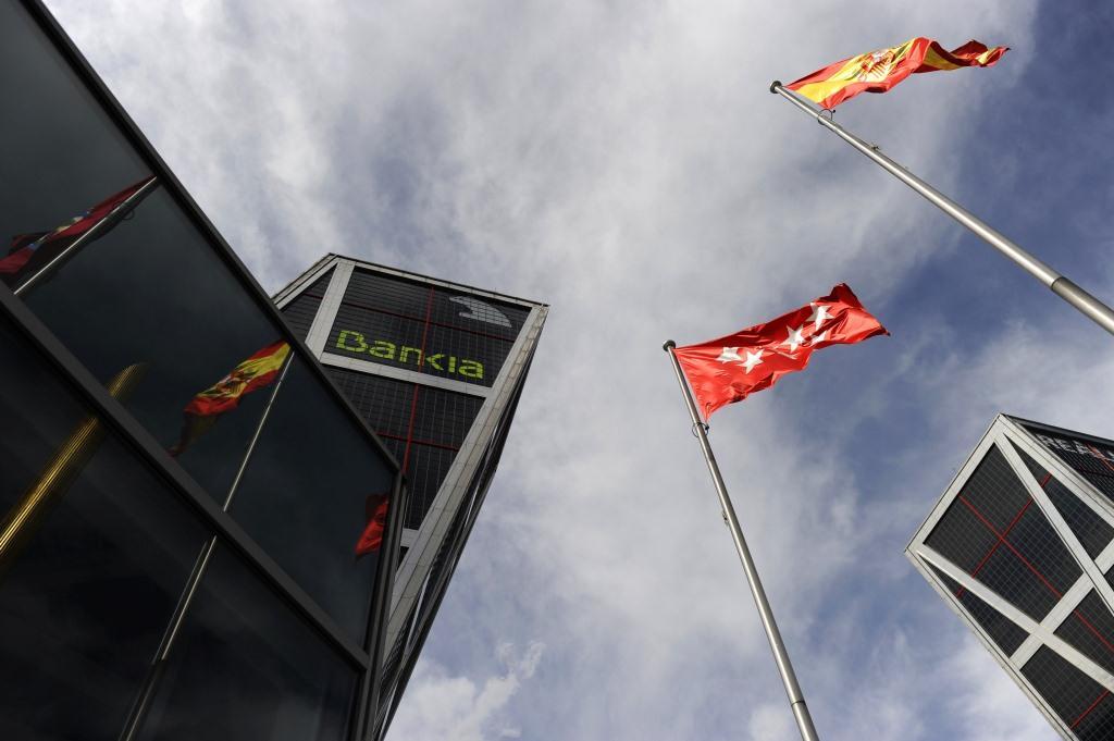 »Políticos» en el grupo Bankia con sueldos millonarios por un día de trabajo al mes