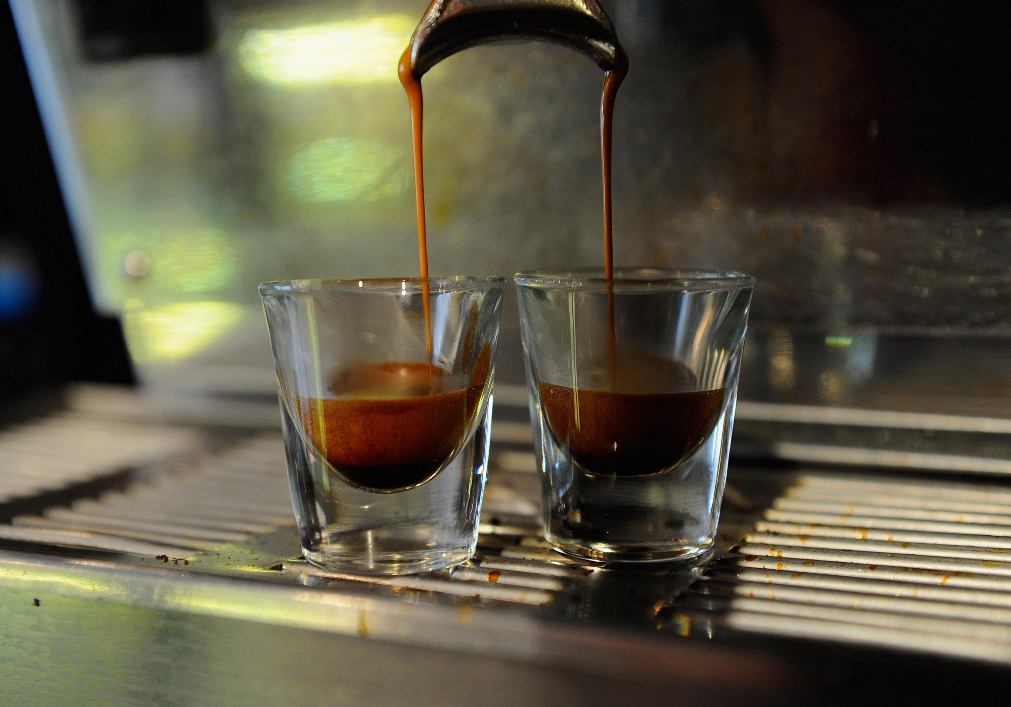 Beber tres tazas de café al día disminuye en un 10% el riesgo de muerte