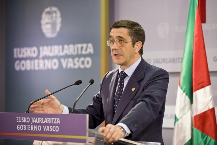 López advierte de que las políticas de austeridad llevan a la recesión y están «arrastrando» a Euskadi