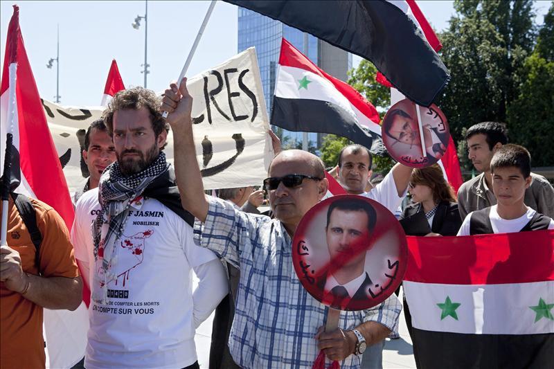 Una decena de muertos en nuevos bombardeos y ataques contra civiles en Siria