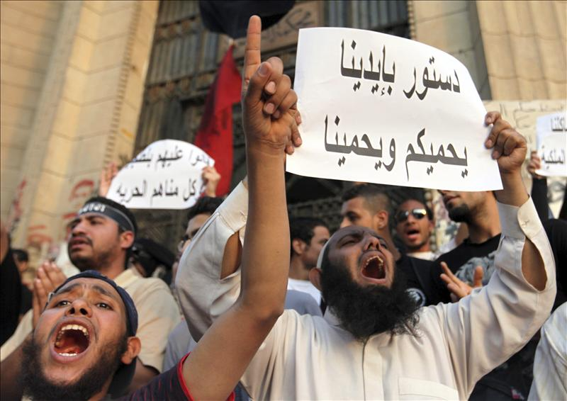 Un candidato se retira de la carrera presidencial egipcia en favor de Amro Musa