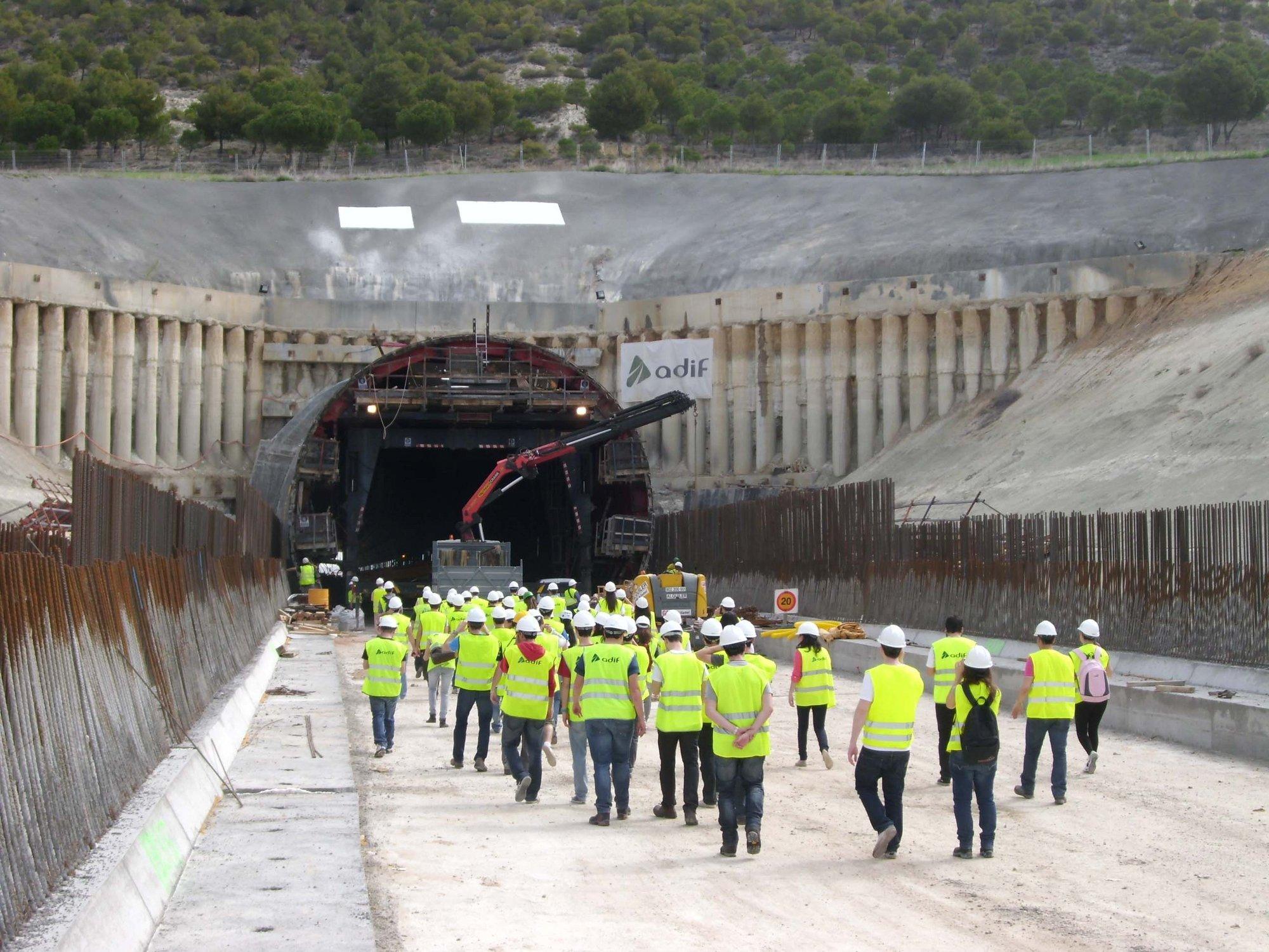 Alumnos de Ingeniería Técnica de Obras visitan la Línea de Alta Velocidad Venta de Baños-Burgos-Vitoria