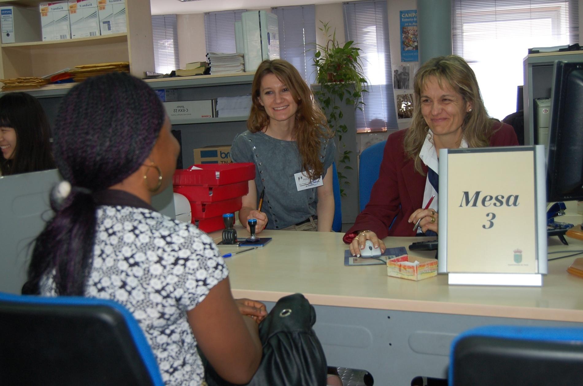 Ayuntamiento ofrece un servicio gratuito de intérpretes de árabe, chino, rumano, francés e inglés