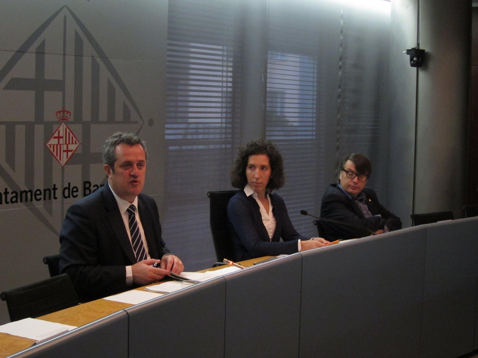 Barcelona suaviza el veto a los autocares turísticos en la Sagrada Familia