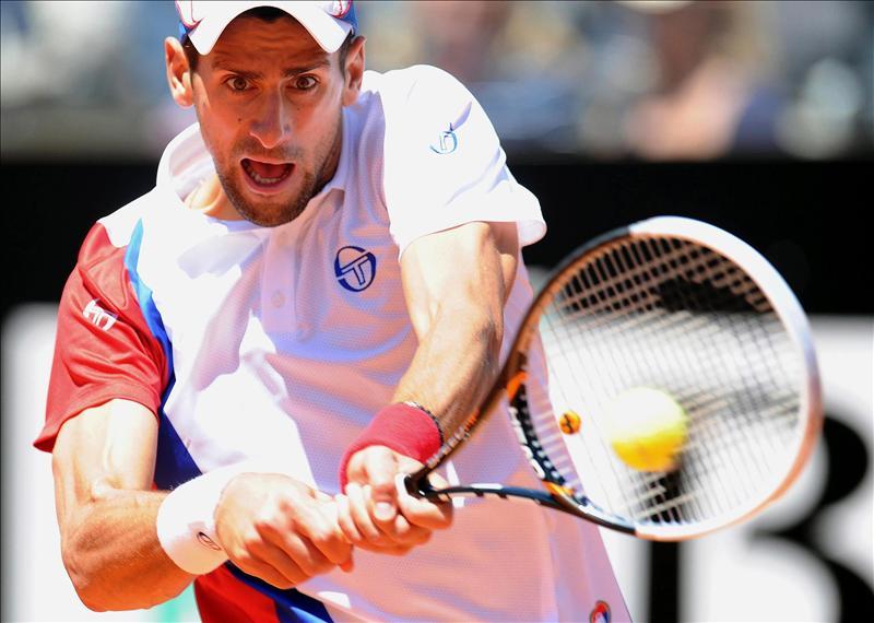 Djokovic, obligado a remontar ante Mónaco, pasa a cuartos en Roma