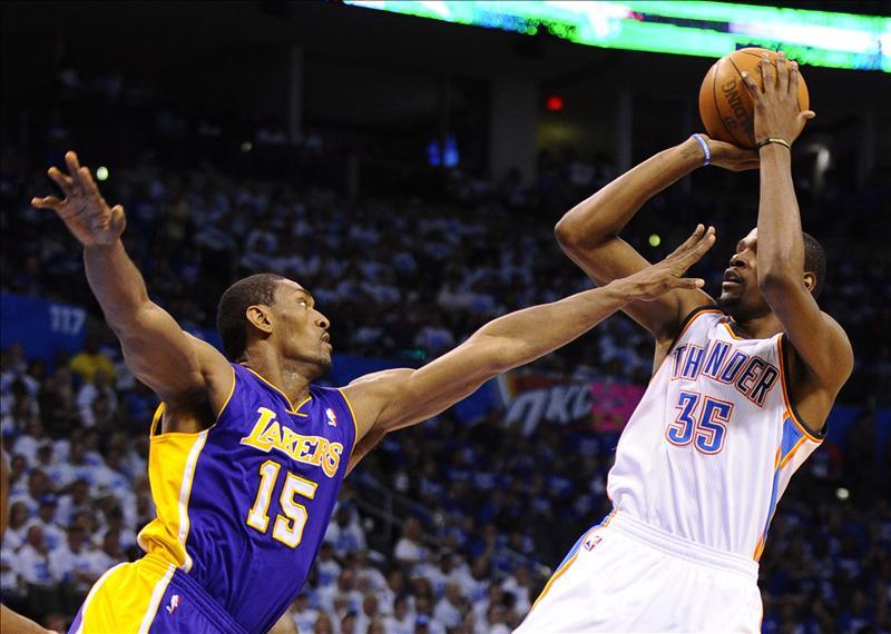 Durant y Harden le roban en dos minutos el triunfo a los Lakers