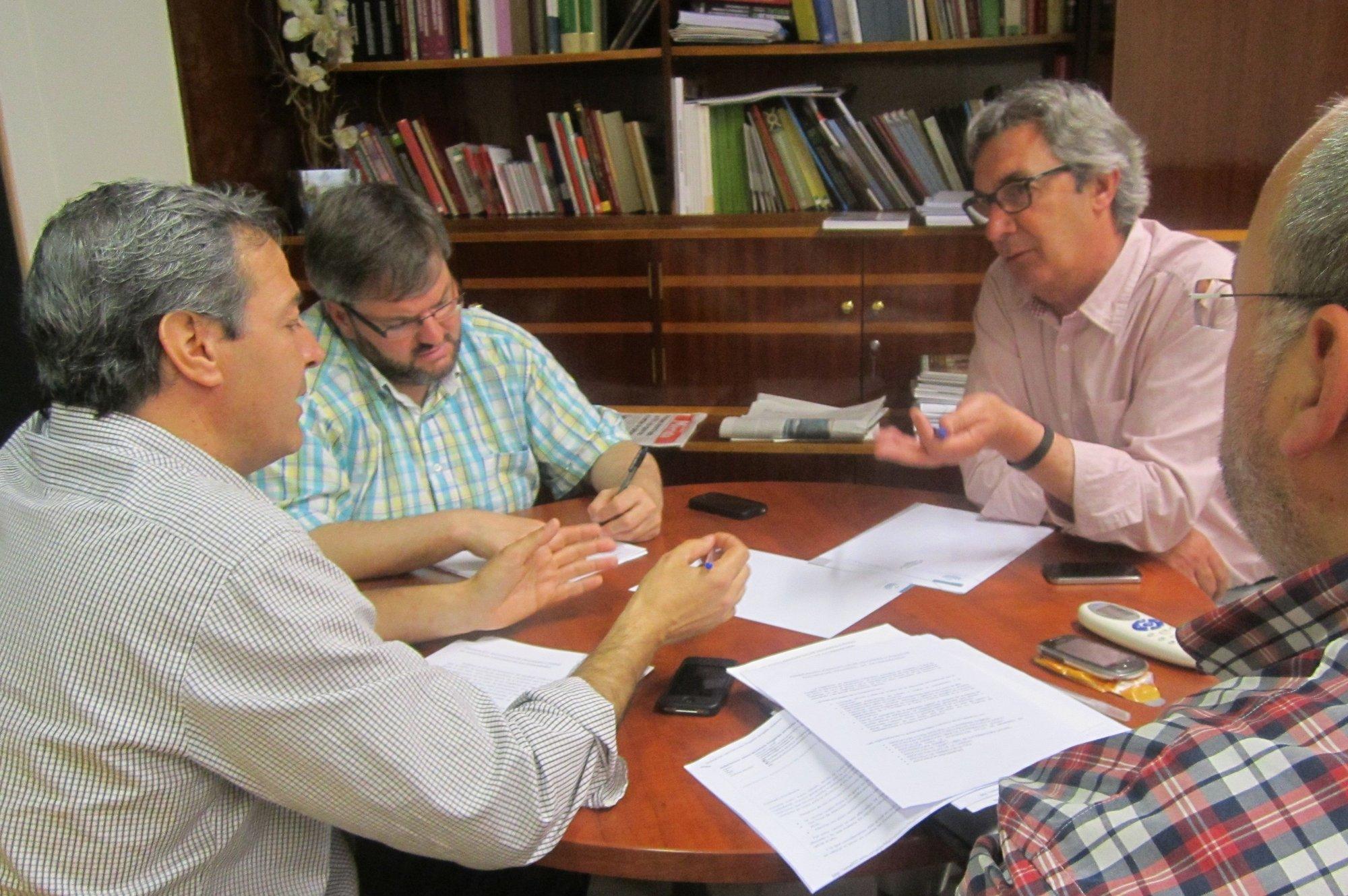 Federación de Pisos de Acogida pide a IU apoyo para que su relación con la administración sea por su «acción social»