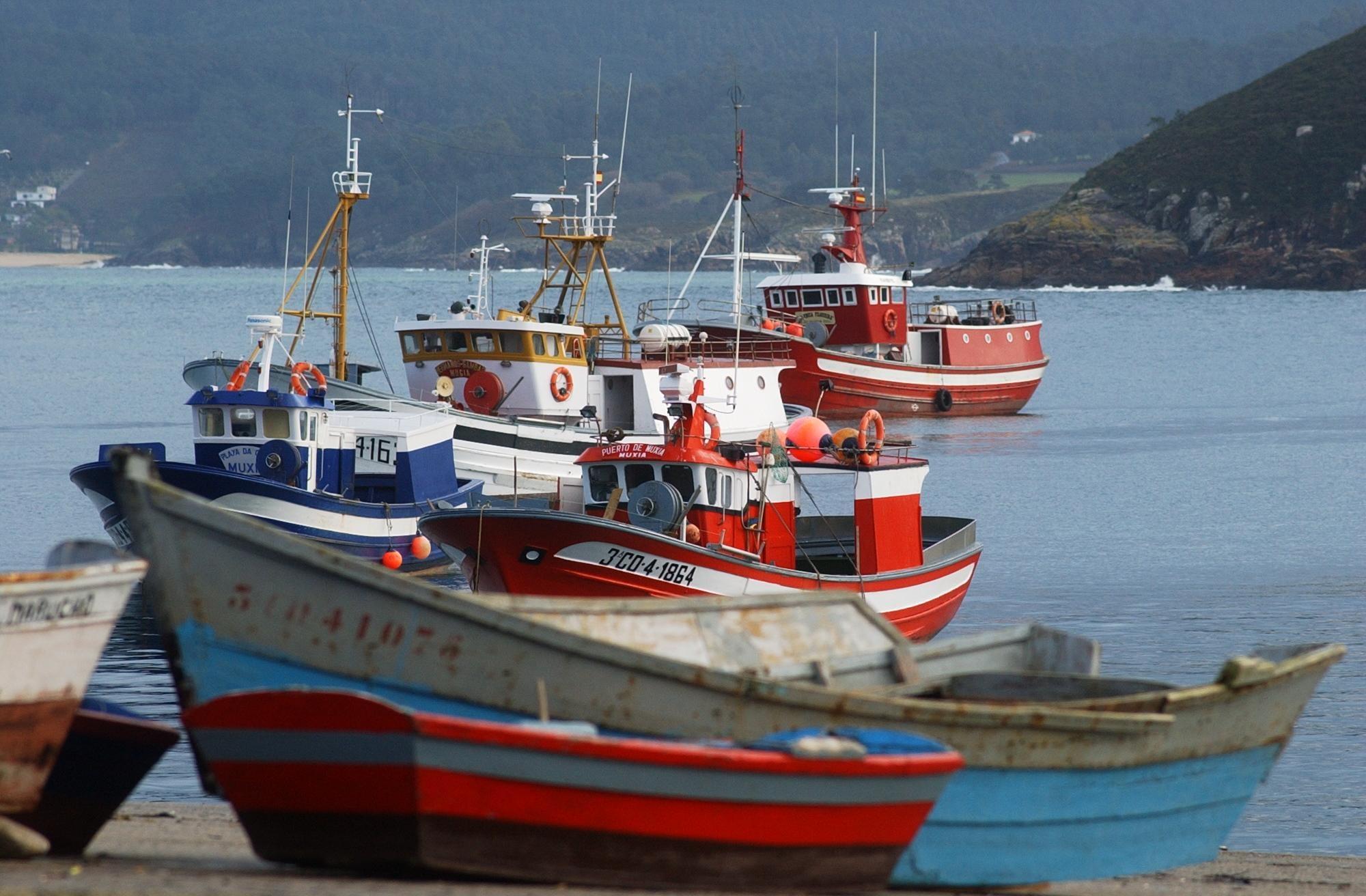 Gobierno y CCAA acuerdan actuaciones conjuntas para paliar el impacto del alza del gasóleo en la pesca