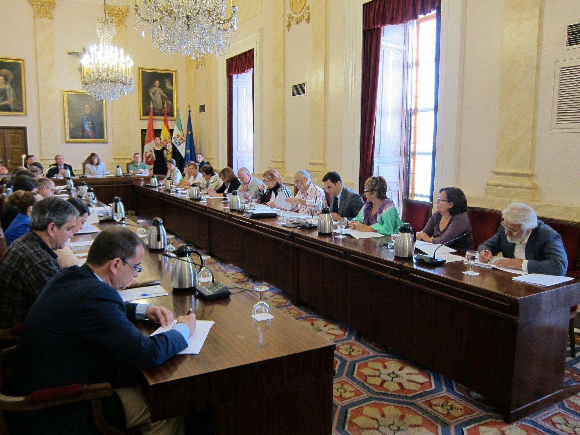 Gobierno local de Cáceres dice que el plan de ajuste es «realista» y la oposición lo tacha de «injusto» e «insolidario»