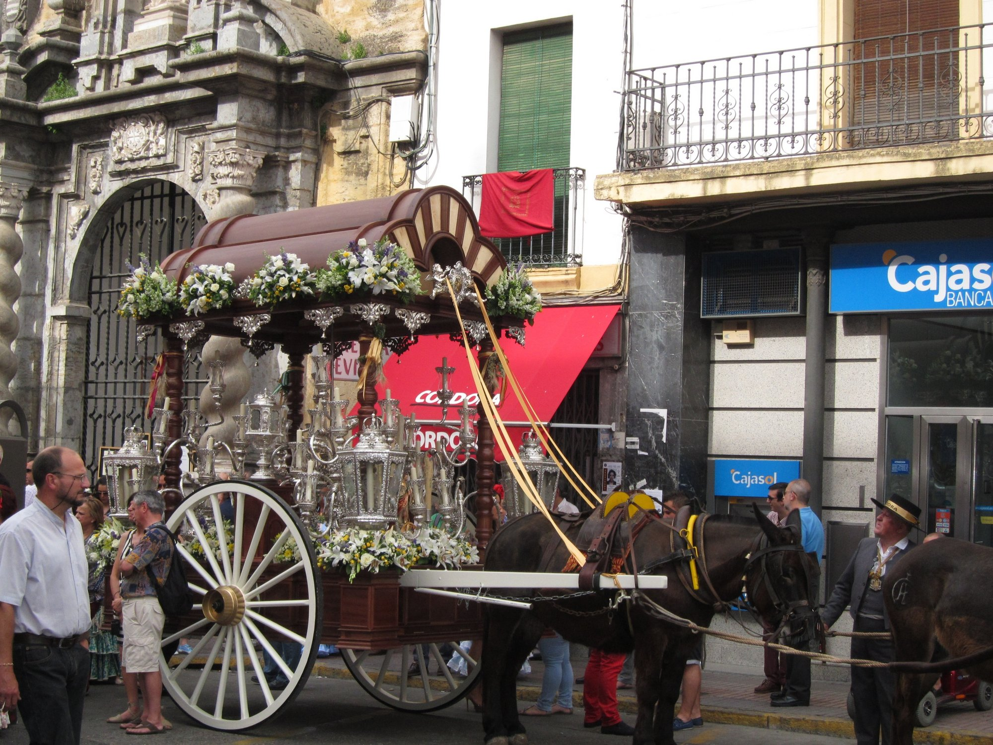Inician el camino hacia la aldea de Almonte (Huelva) las carriolas de la Hermandad del Rocío de Córdoba