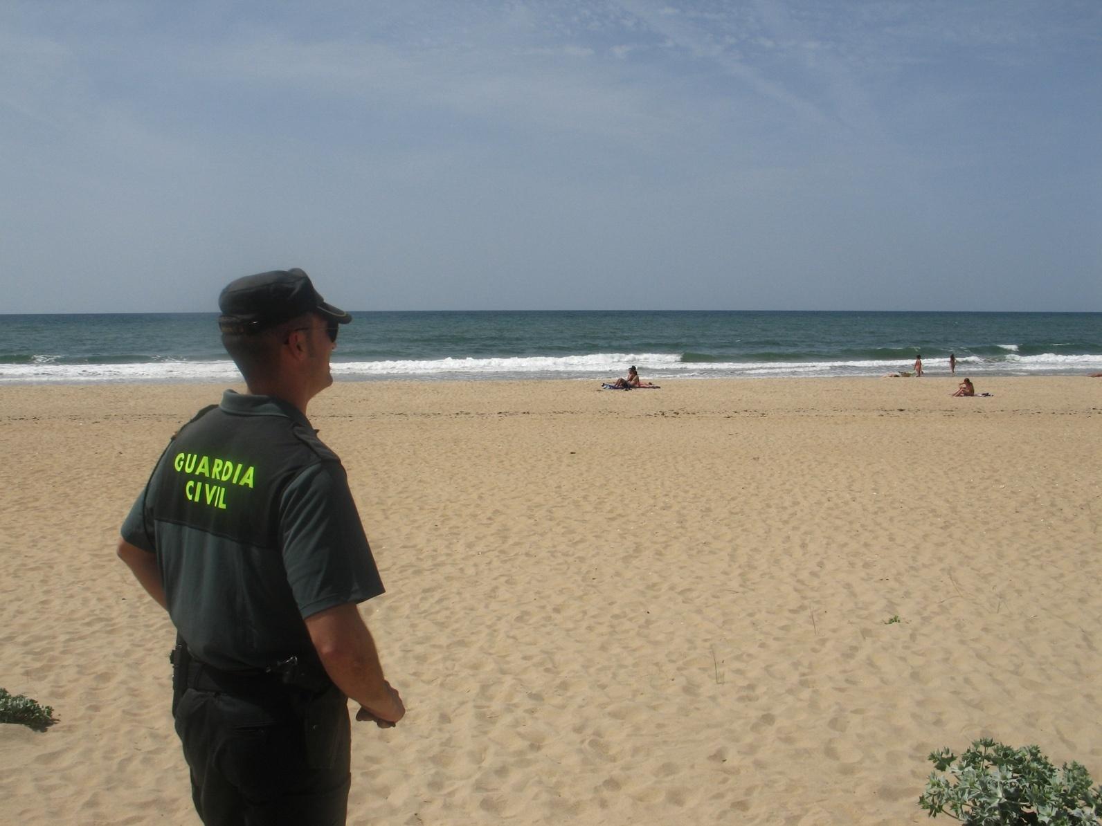 Rescatadas mediante una cadena humana dos personas que se estaban ahogando en la playa de la Bota, en Punta Umbría