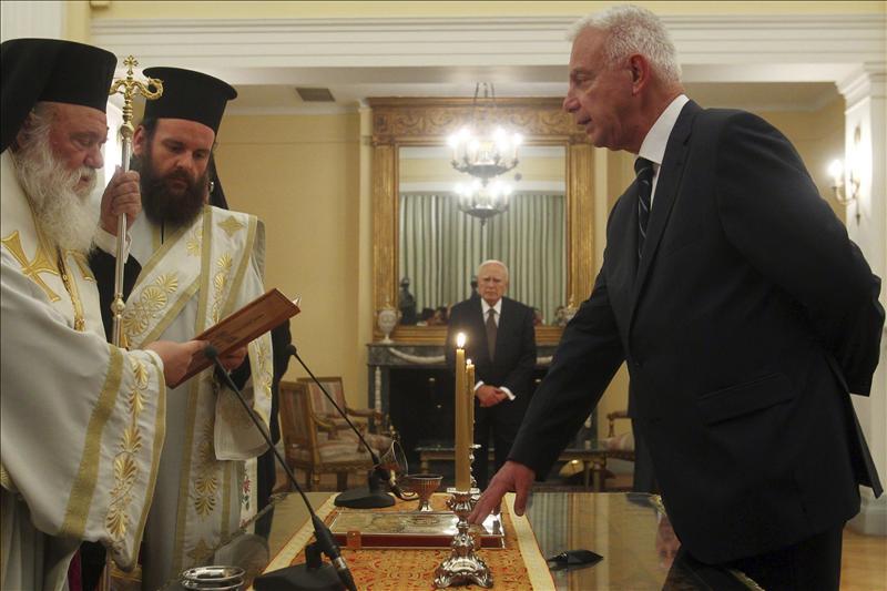 Toma posesión el Gobierno interino griego con vistas a las elecciones