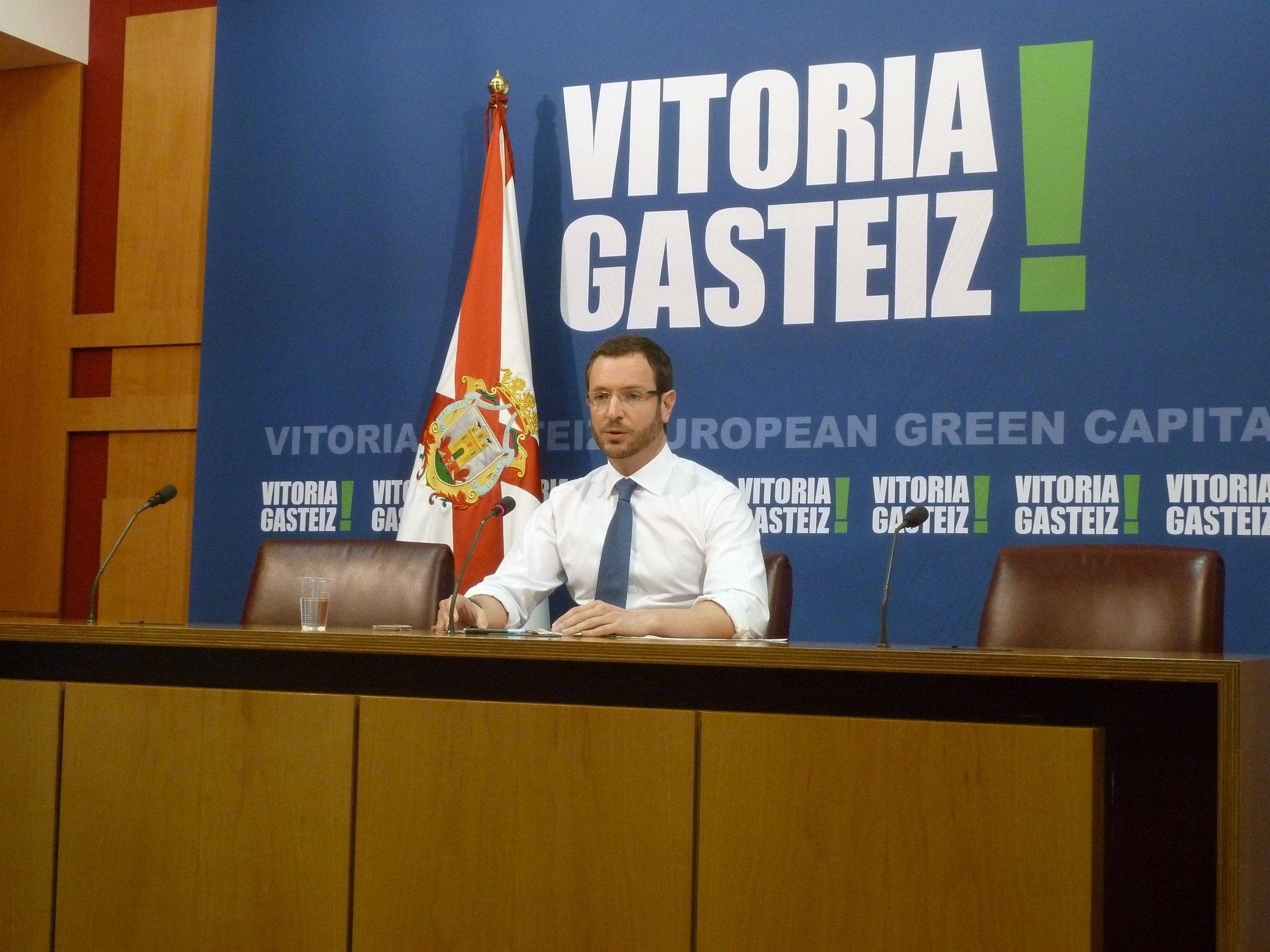 El alcalde de Vitoria cree que el PNV es la copia de Amaiur y el PSE de la del PNV