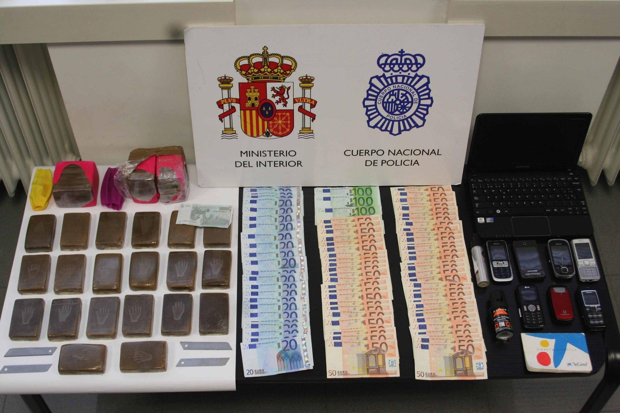 Dos ciudadanos extranjeros detenidos en Valladolid en posesión de 3 kilos de hachís y útiles para su venta