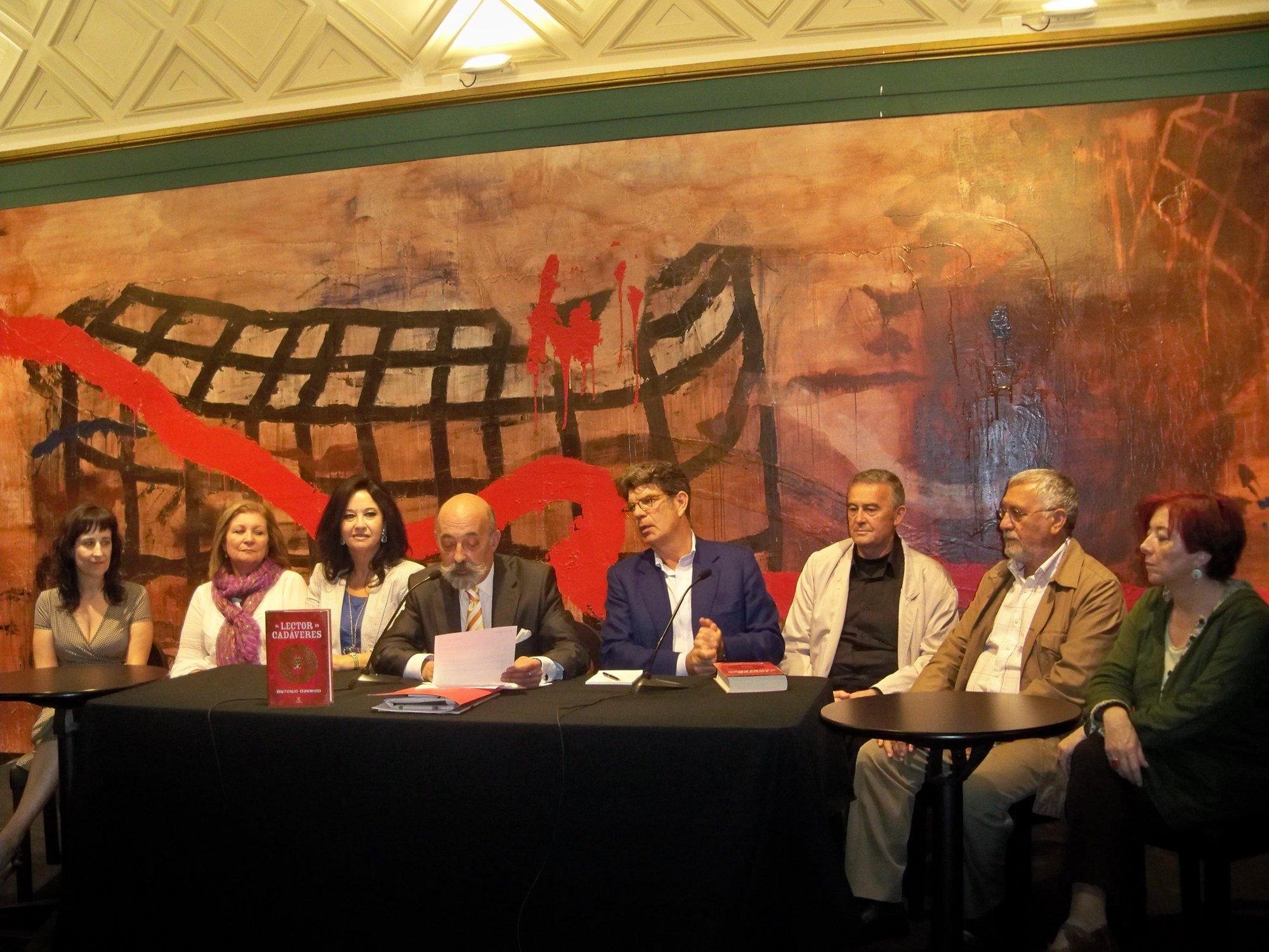 »El lector de cadáveres», de Antonio Garrido, gana el Premio Internacional de Novela Histórica «Ciudad de Zaragoza»