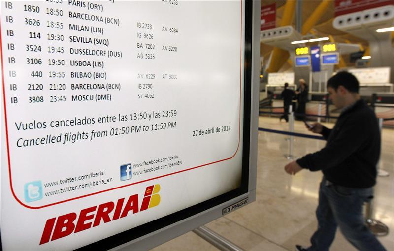 La crisis también les afecta: los pilotos de Iberia cobrarán un 10% menos y nada de huelgas hasta 2014