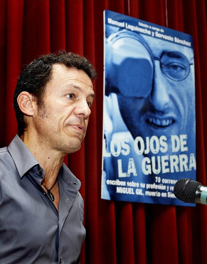 Espinosa dice que un periodista de guerra «tiene que ir» a los conflictos ya que «internet no es fiable»