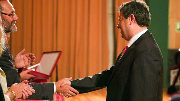 El doctor López-Farré es galardonado por su labor a favor de las Ciencias del Deporte