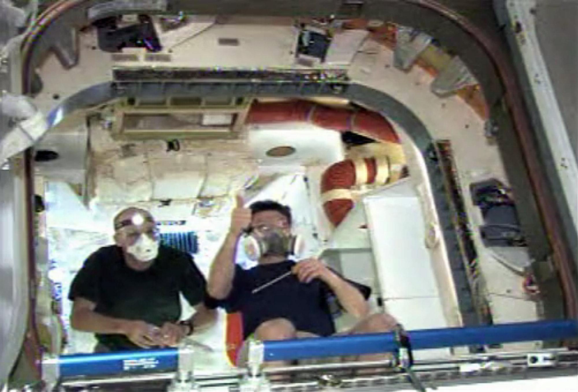La nave de SpaceX huele a «coche nuevo», según los astronautas de la ISS