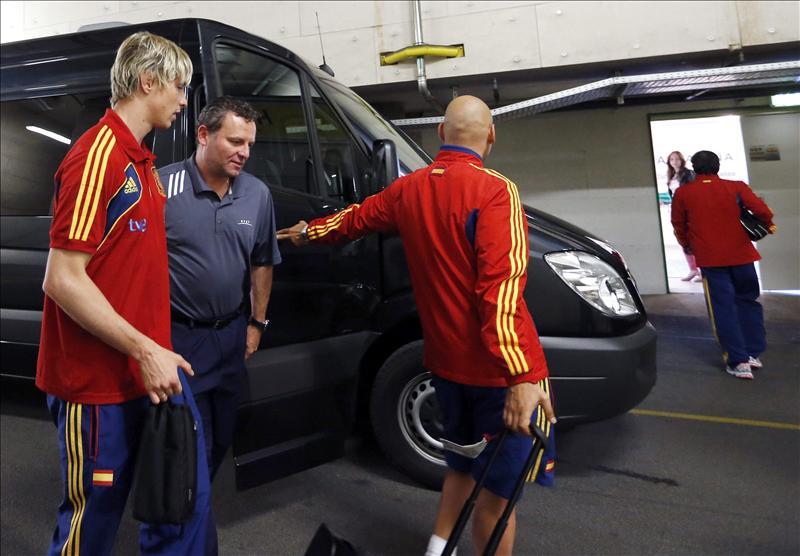 Mata y Fernando Torres comienzan a entrenarse y el grupo da un paseo