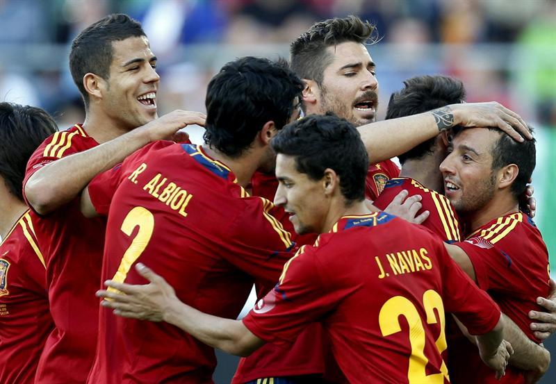 España gana y Casillas bate récords
